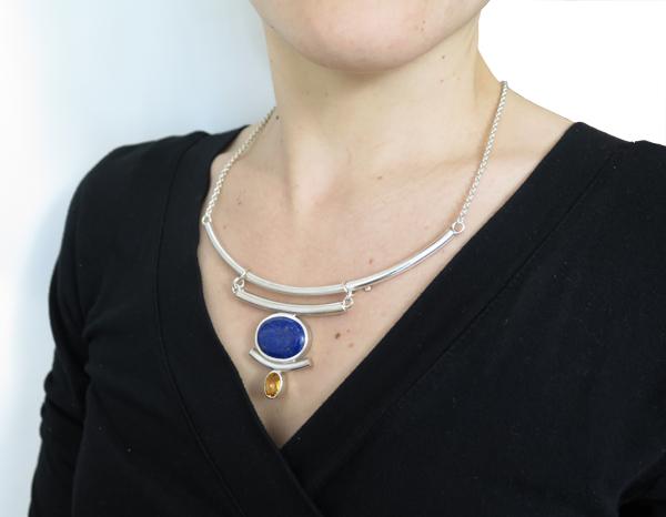 Plastron de style ethnique en argent et lapis lazuli