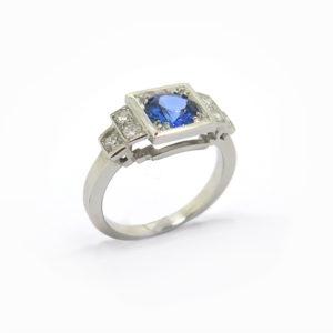 Bague-en-escalier-saphir-et-diamants