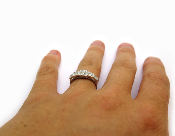 bague jarretiere or blanc cinq diamants