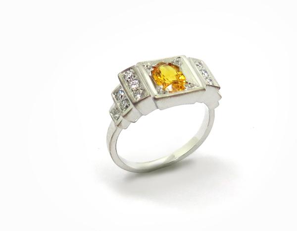 Bague en escalier de style Art Déco Or blanc, Saphir jaune et diamants