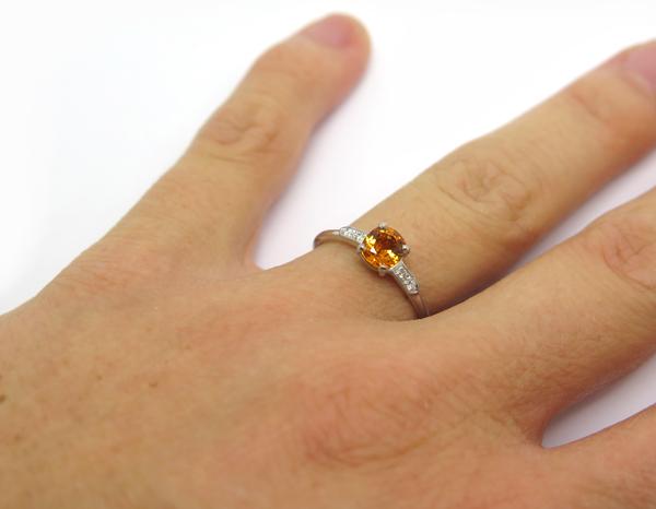 solitaire de fiancailles en saphir orange