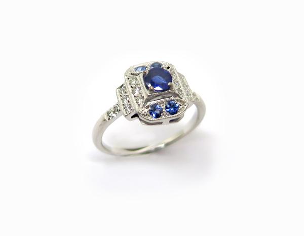 Bague de fiançailles Art Déco Octogonale Or blanc, Saphirs et diamants