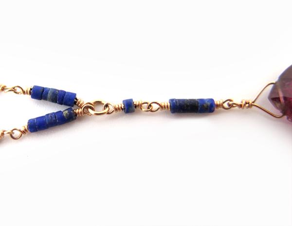 Chaîne en or et lapis lazuli