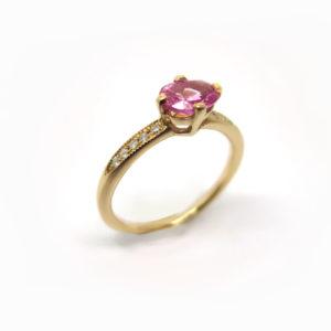 Bague de fiançailles or rose et saphir rose